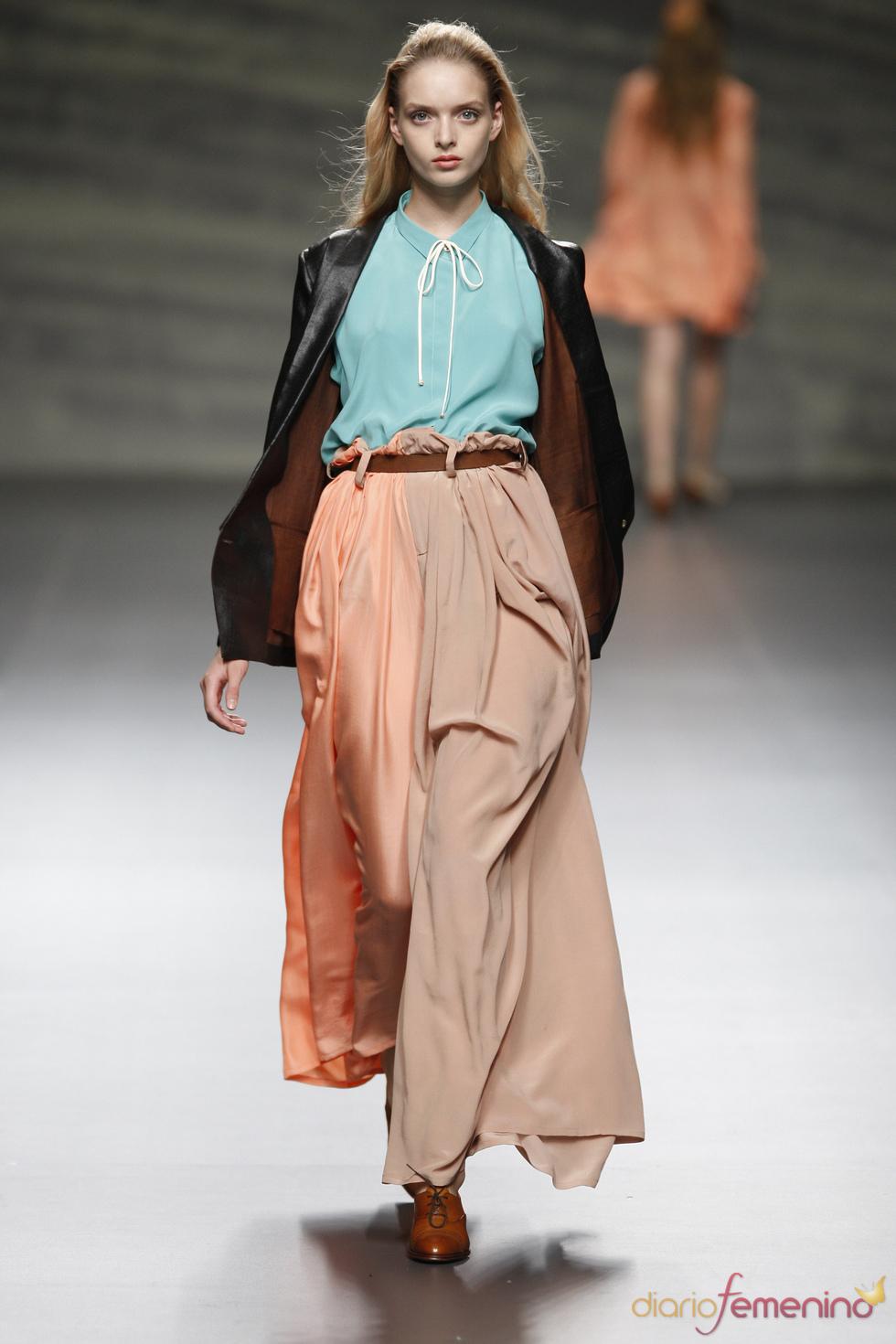 Martin Lamothe arriesga con perneras en distintos tonos durante la Madrid Fashion Week