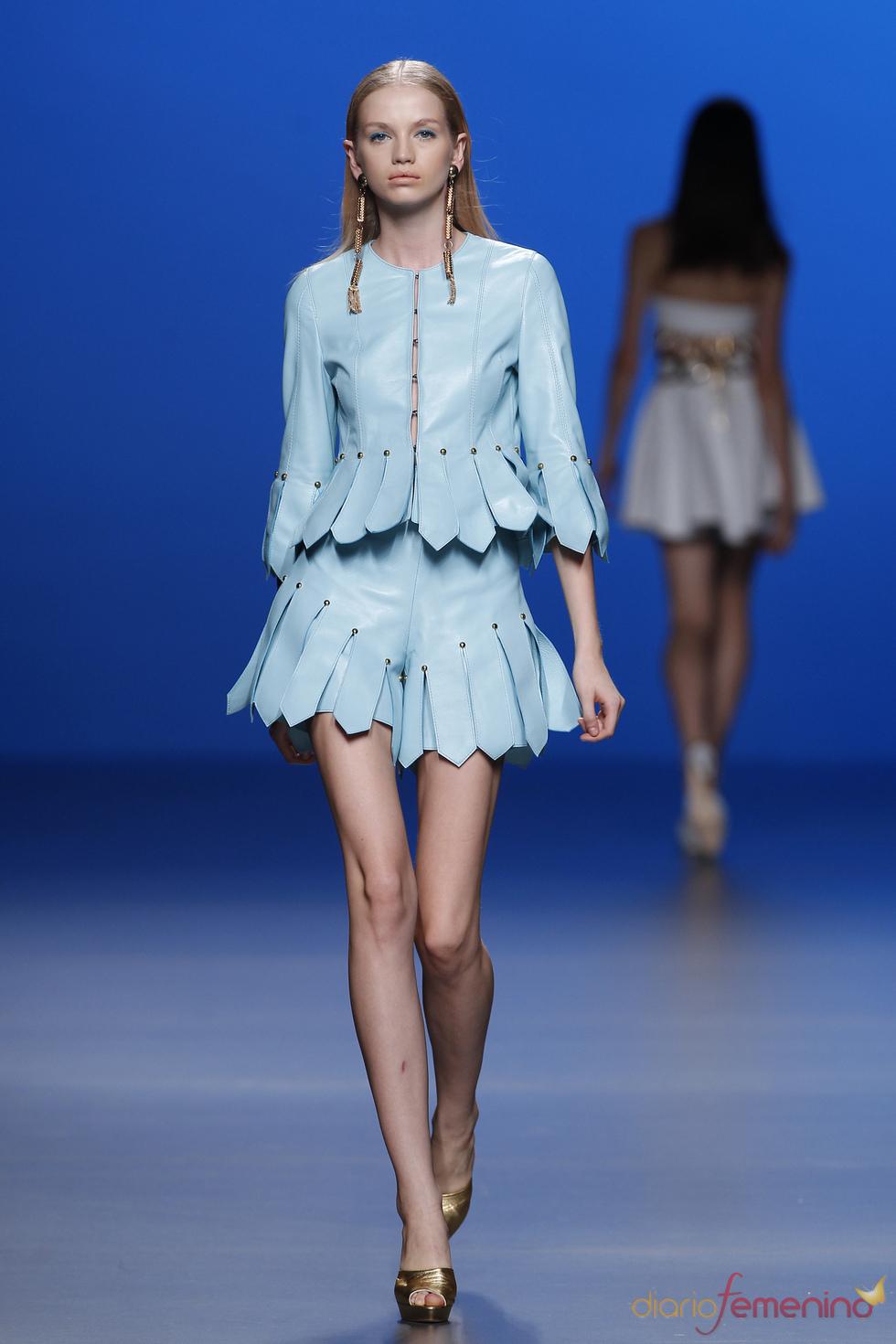 Traje de chaqueta con short de María Escoté en la Madrid Fashion Week