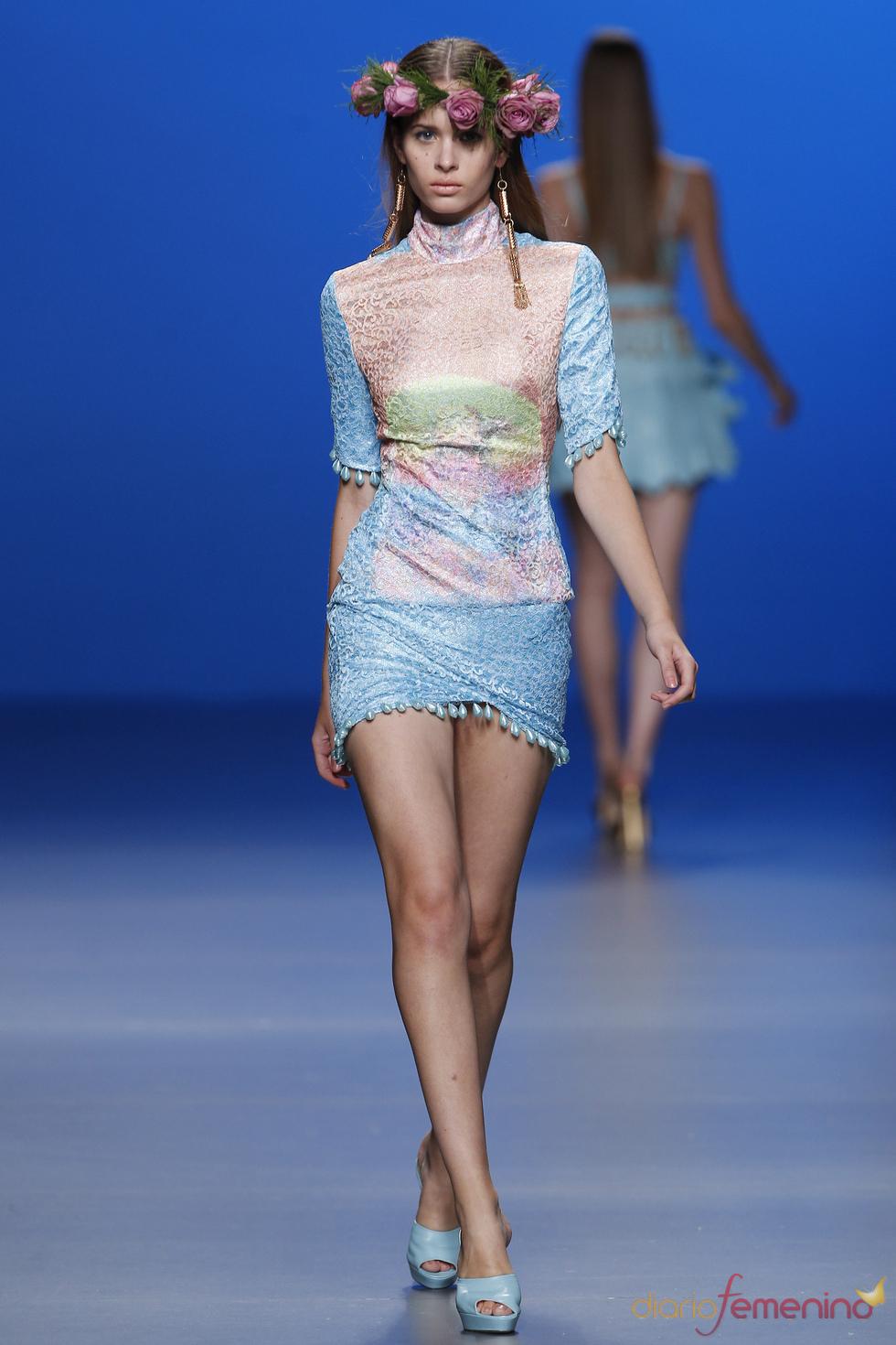 María escoté arriesga con estampados de cristos en la Madrid Fashion Week