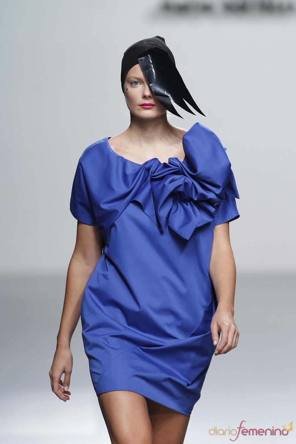 Comodidad y luz en los diseños de María Barros en la Madrid Fashion Week