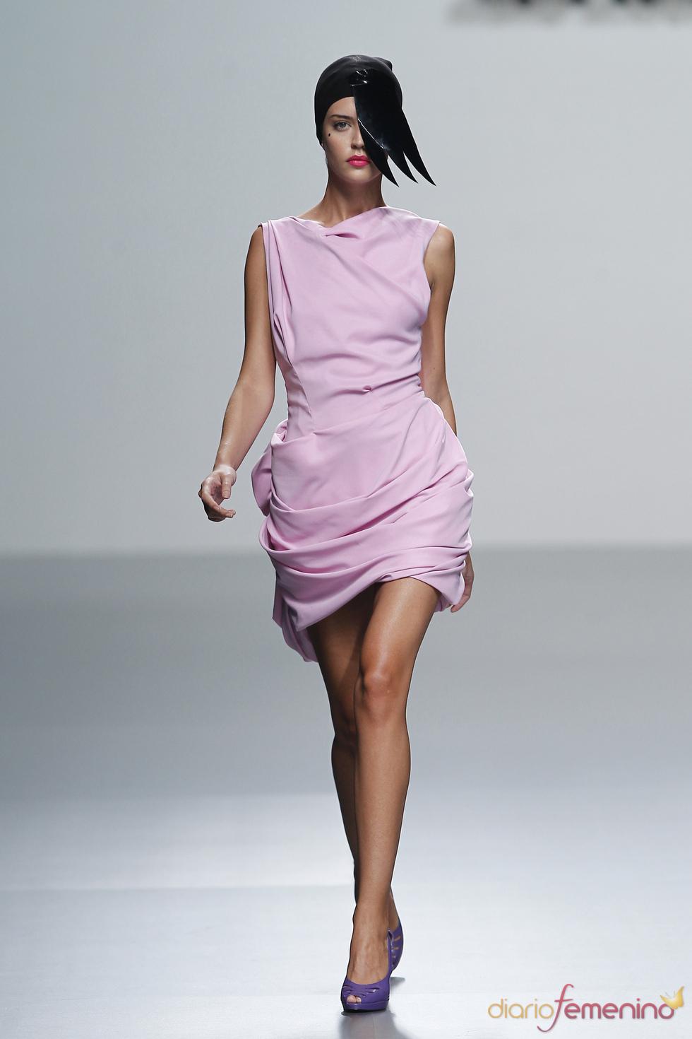 El rosa pastel destaca la feminidad en este diseño de María Barros