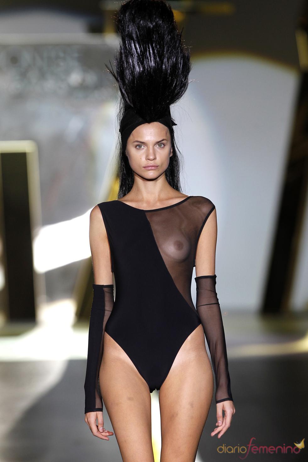 Las transparencias se hacen un hueco en la ropa de baño durante la Madrid Fashion Week