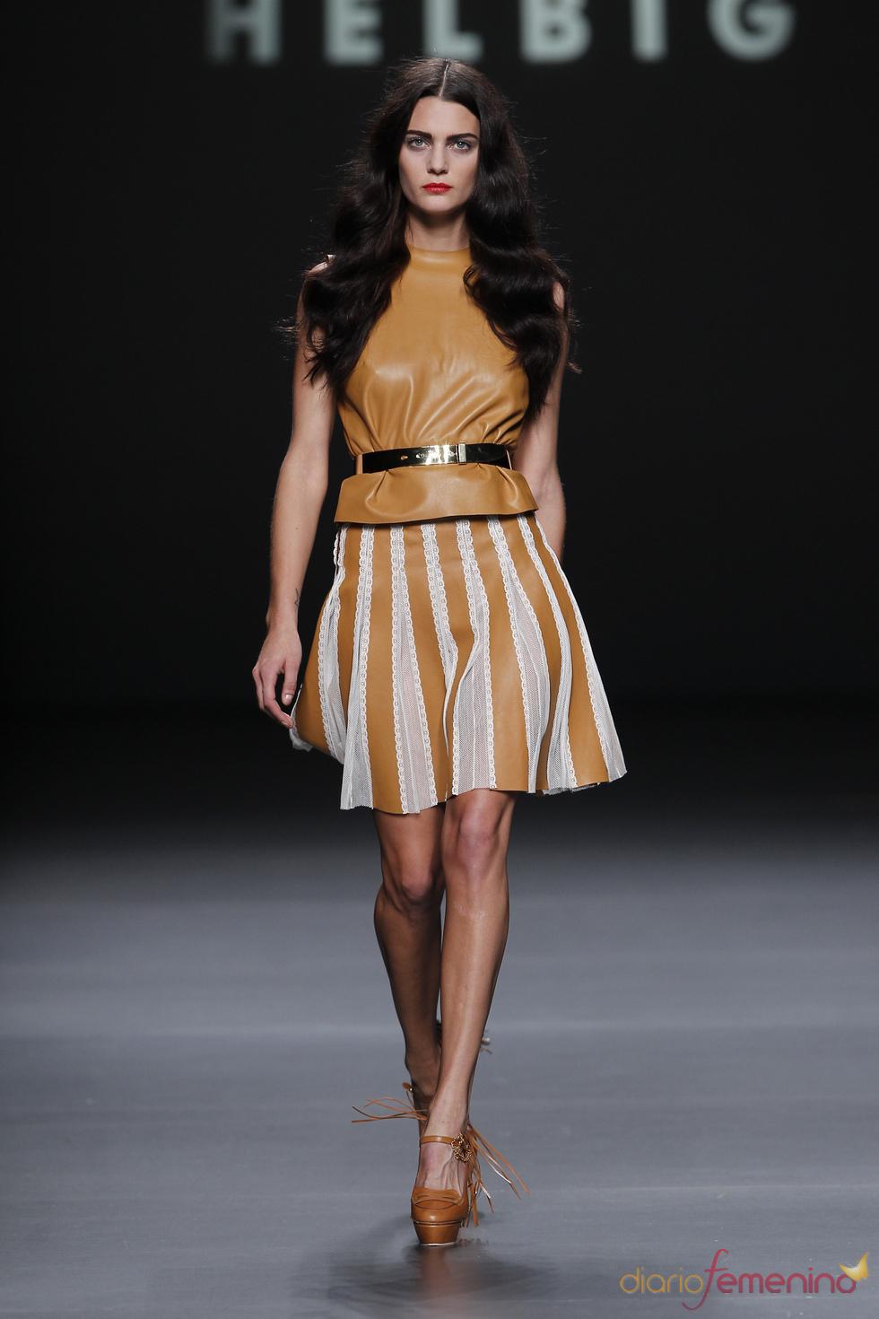Teresa Helbig da un toque romántico al cuero en la Madrid Fashion Week