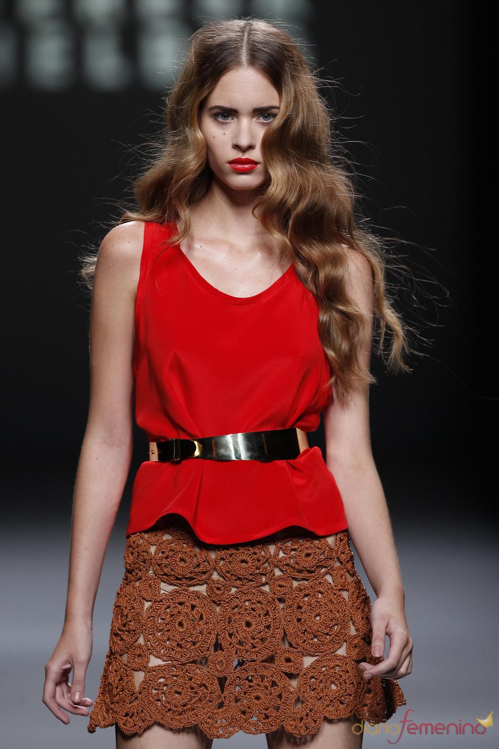 Encaje y punto en la colección de Teresa Helbig en la Madrid Fashion Week