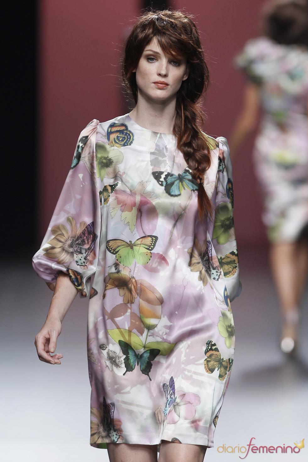 Flores y mariposas estampan los diseños de Juana Martín en la Madrid Fashion Week