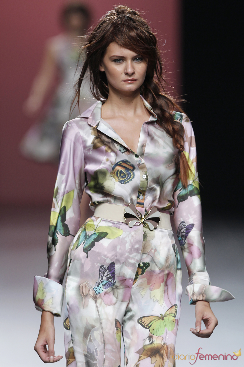 Original mono camisero de estampado primaveral en la Madrid Fashion Week
