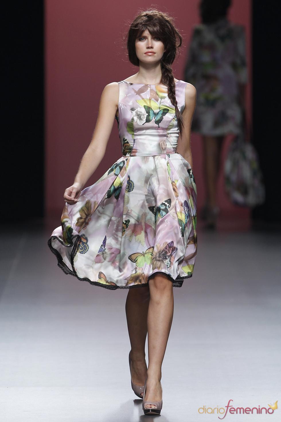 Mariposas decoran el corte lady de los vestidos de Juana Martín en la Madrid Fashion Week