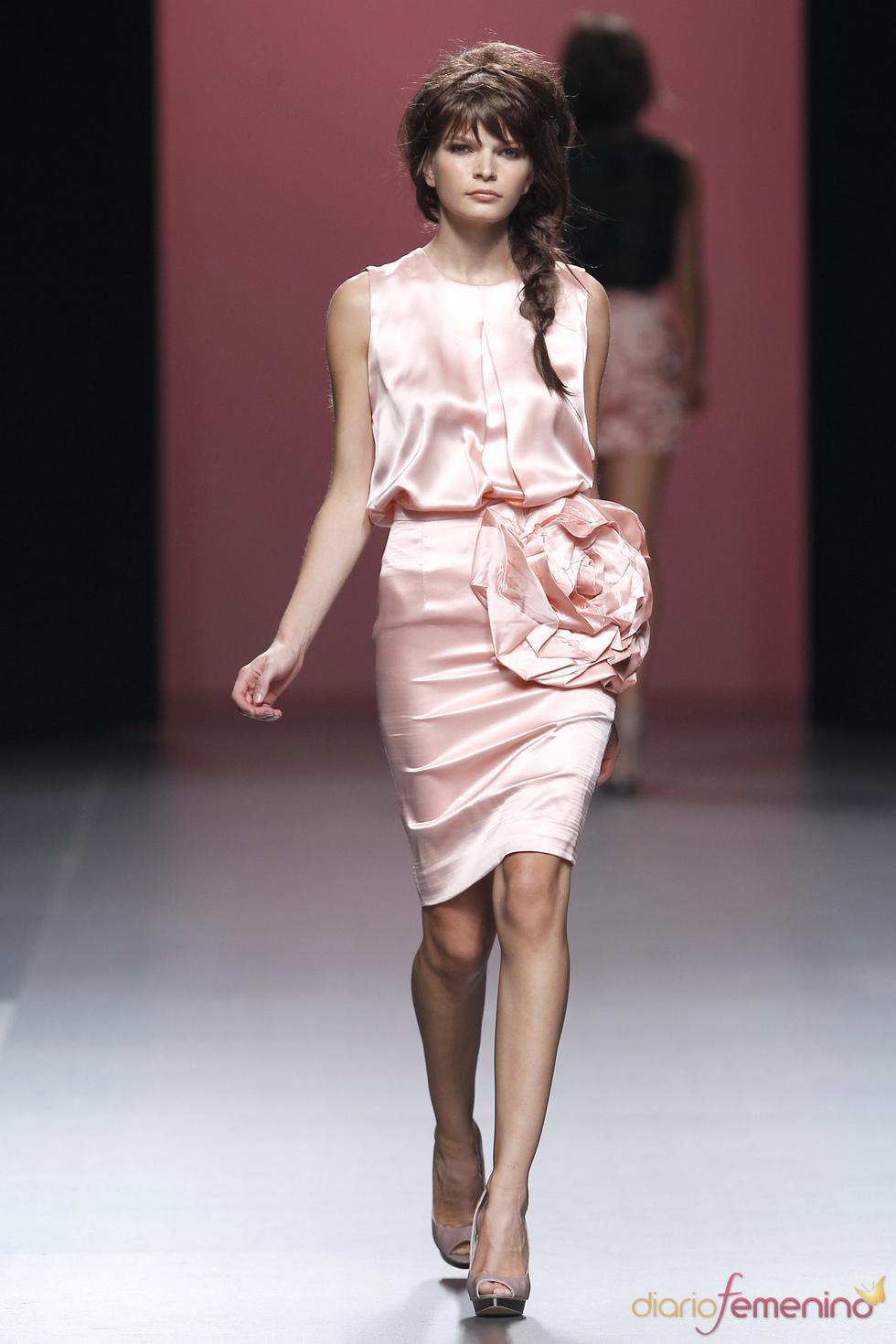El rosa palo domina la colección de Juana Martín en la Madrid Fashion Week