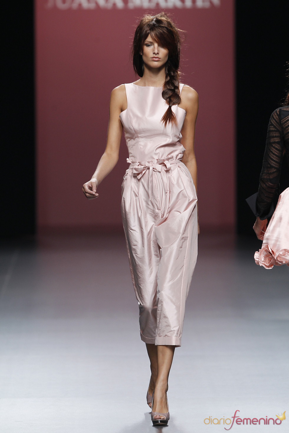 Los pantalones de Juana Martín ganan volumen en la Madrid Fashion Week