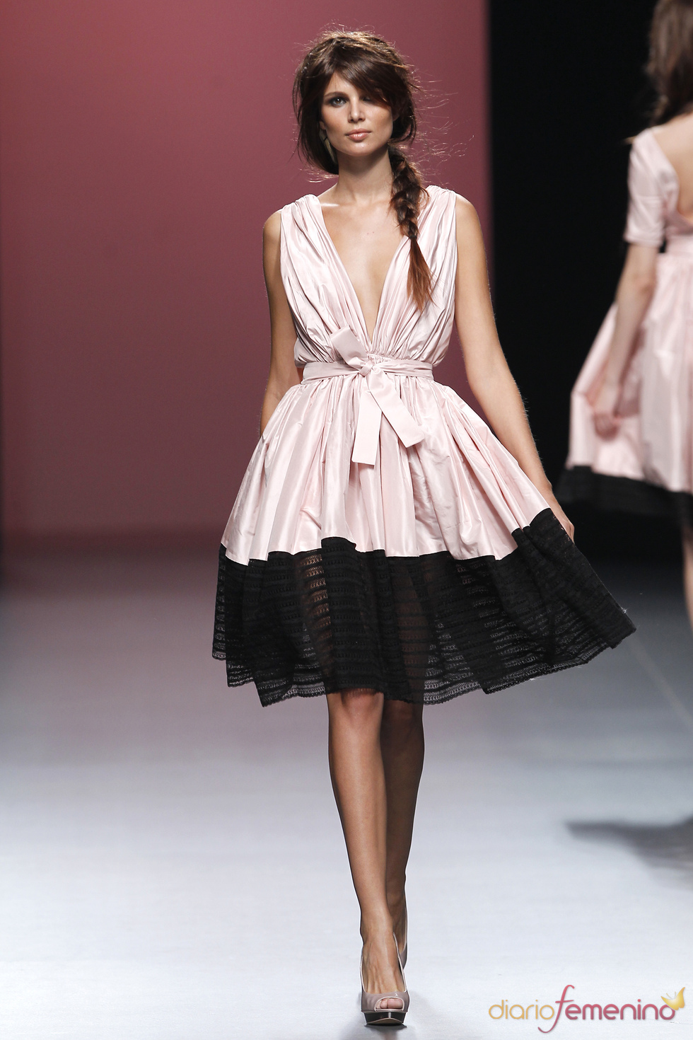 Voluminoso vestido rematado en encaje de Juana Martín