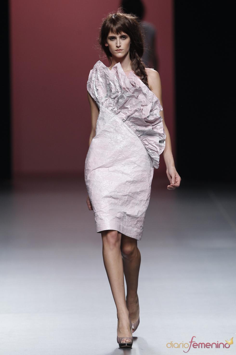 Amplios volantes cierran la colección de Juana Martín en la Madrid Fashion Week