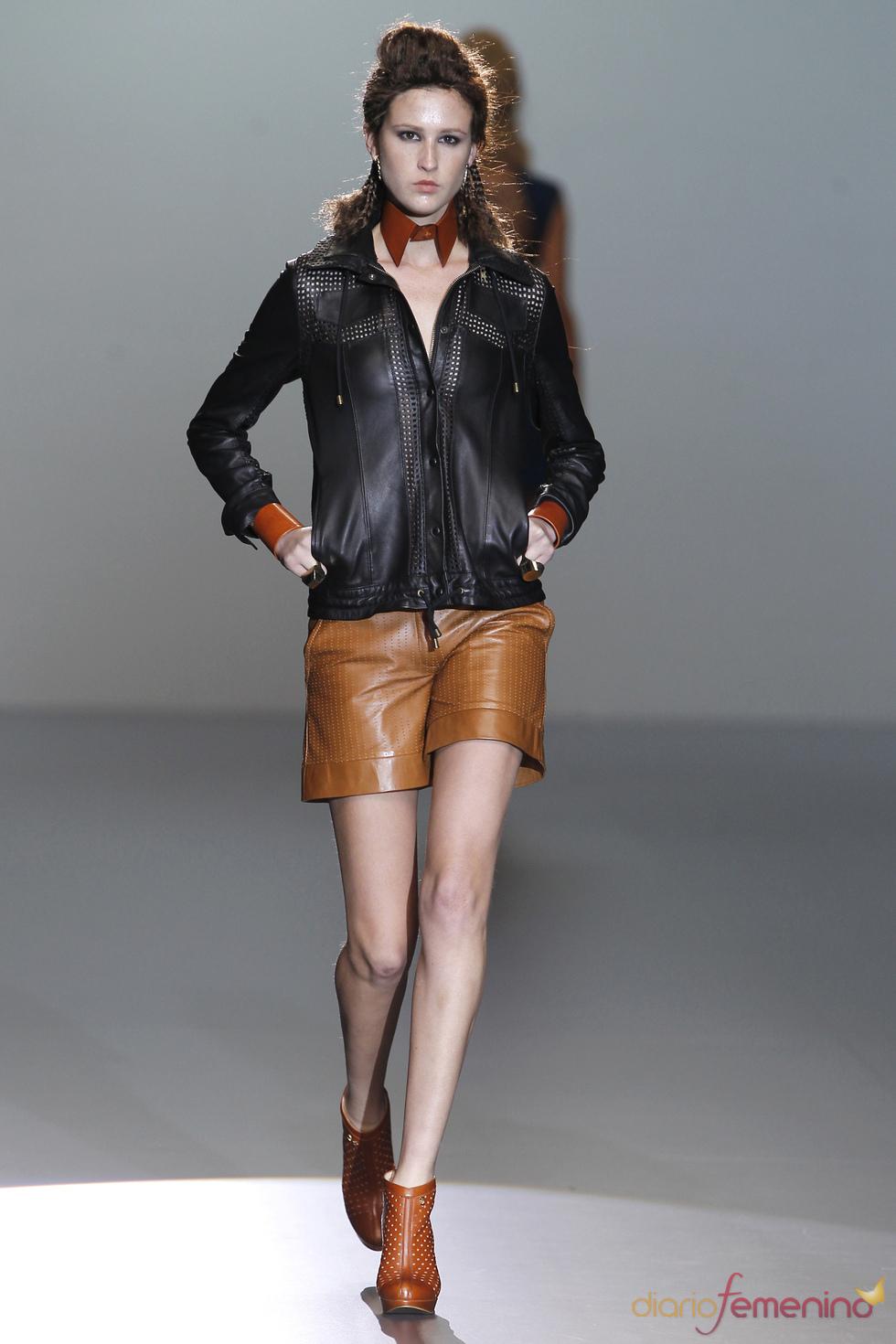 Total look en cuero de Nicolás Vaudelet en la Madrid Fashion Week