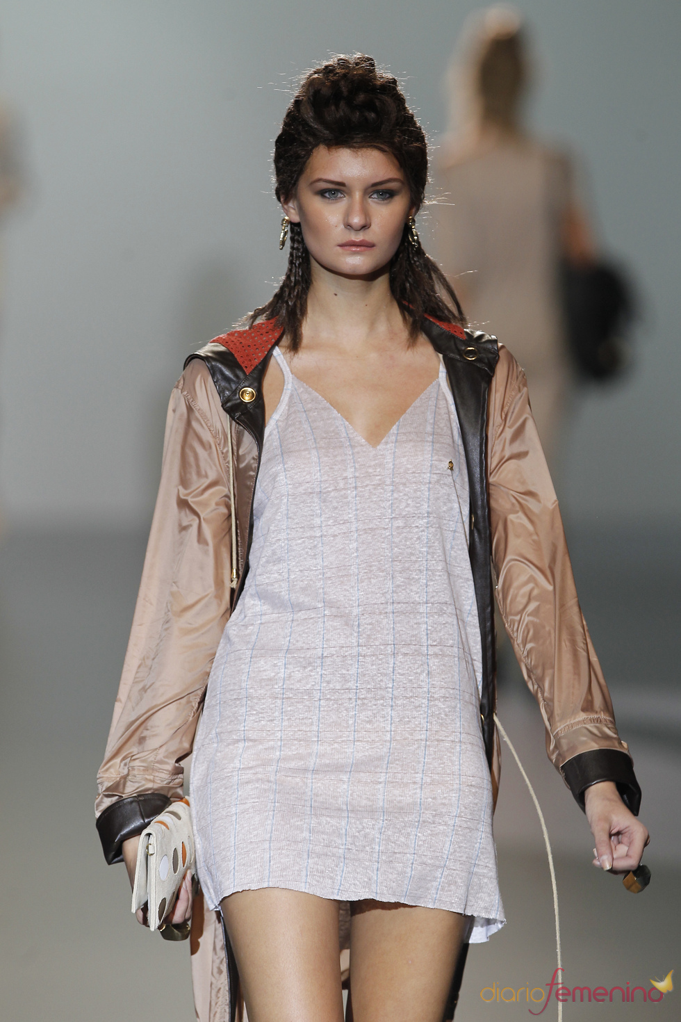 Vestido corto y ligero de Nicolás Vaudelet en la Madrid Fashion Week