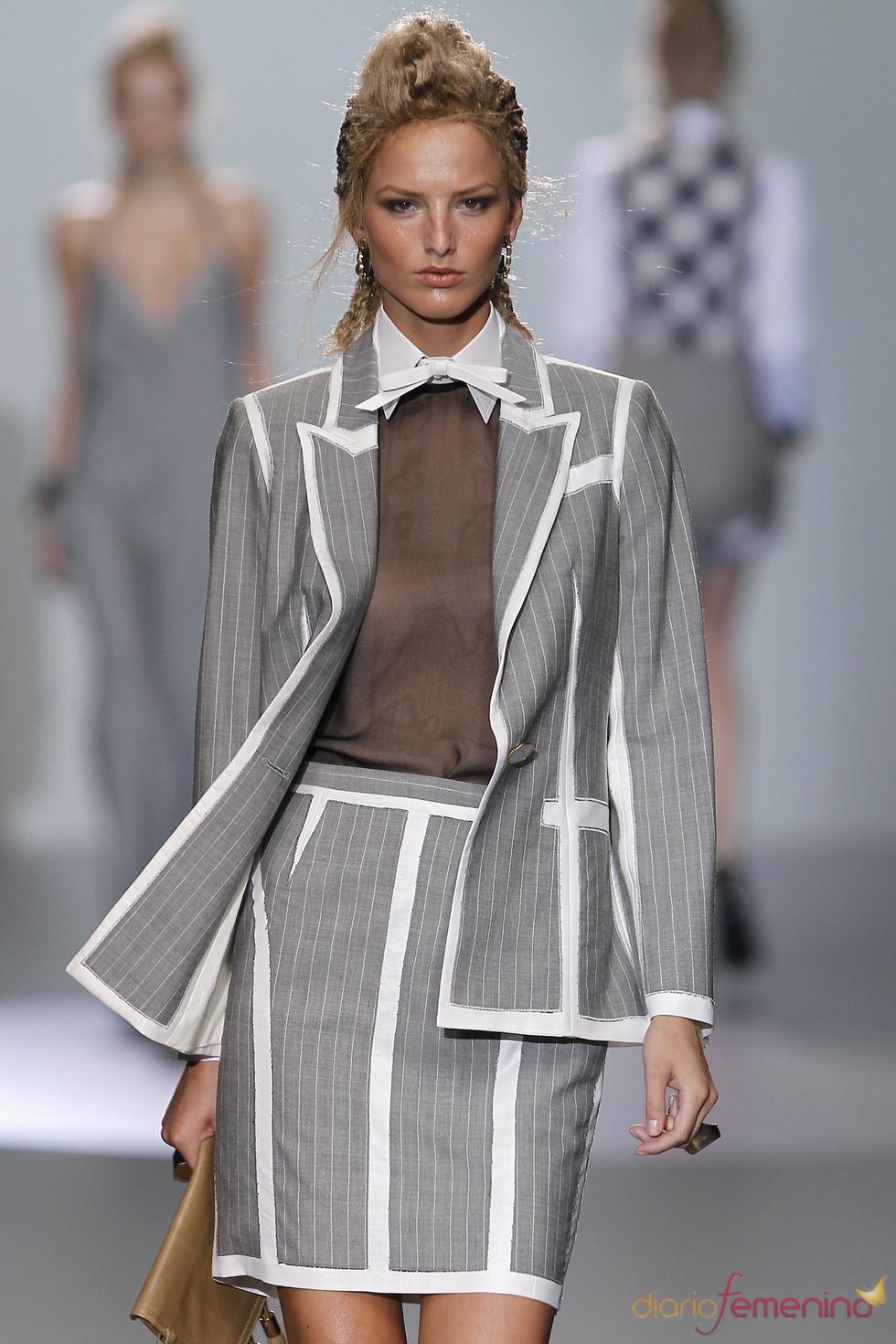 Las rayas vuelven al traje de chaqueta en los diseños de Nicolás Vaudelet
