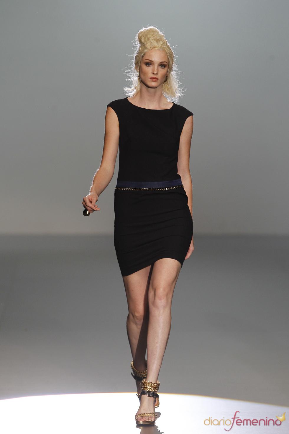 El clásico vestido negro no puede faltar en ningún armario