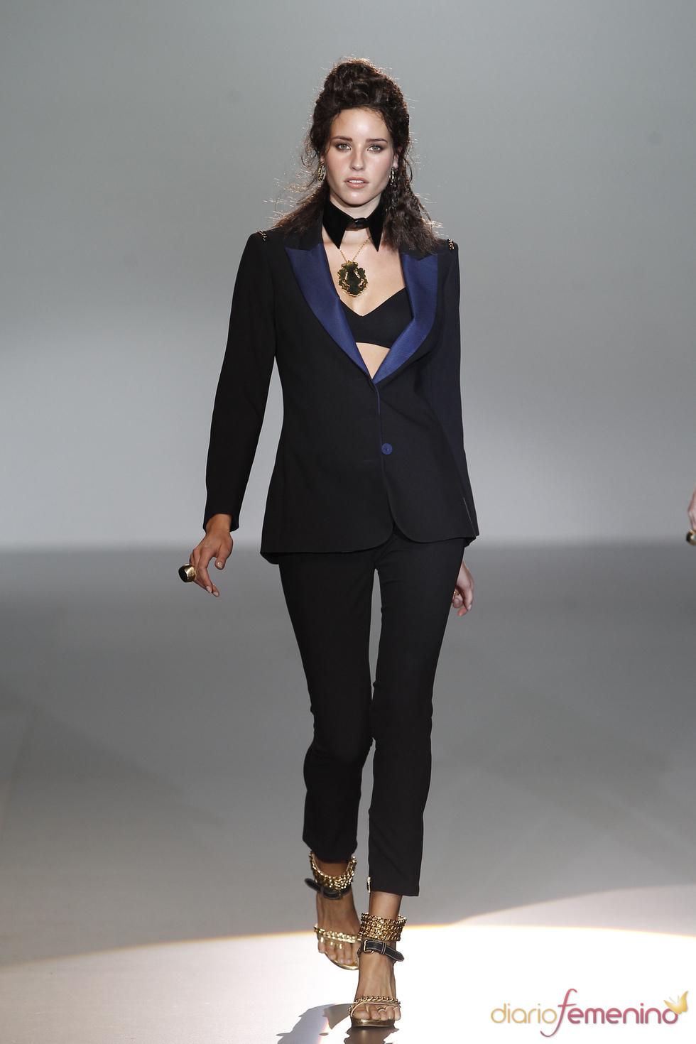 El traje de chaqueta domina la noche en la Madrid Fashion Week