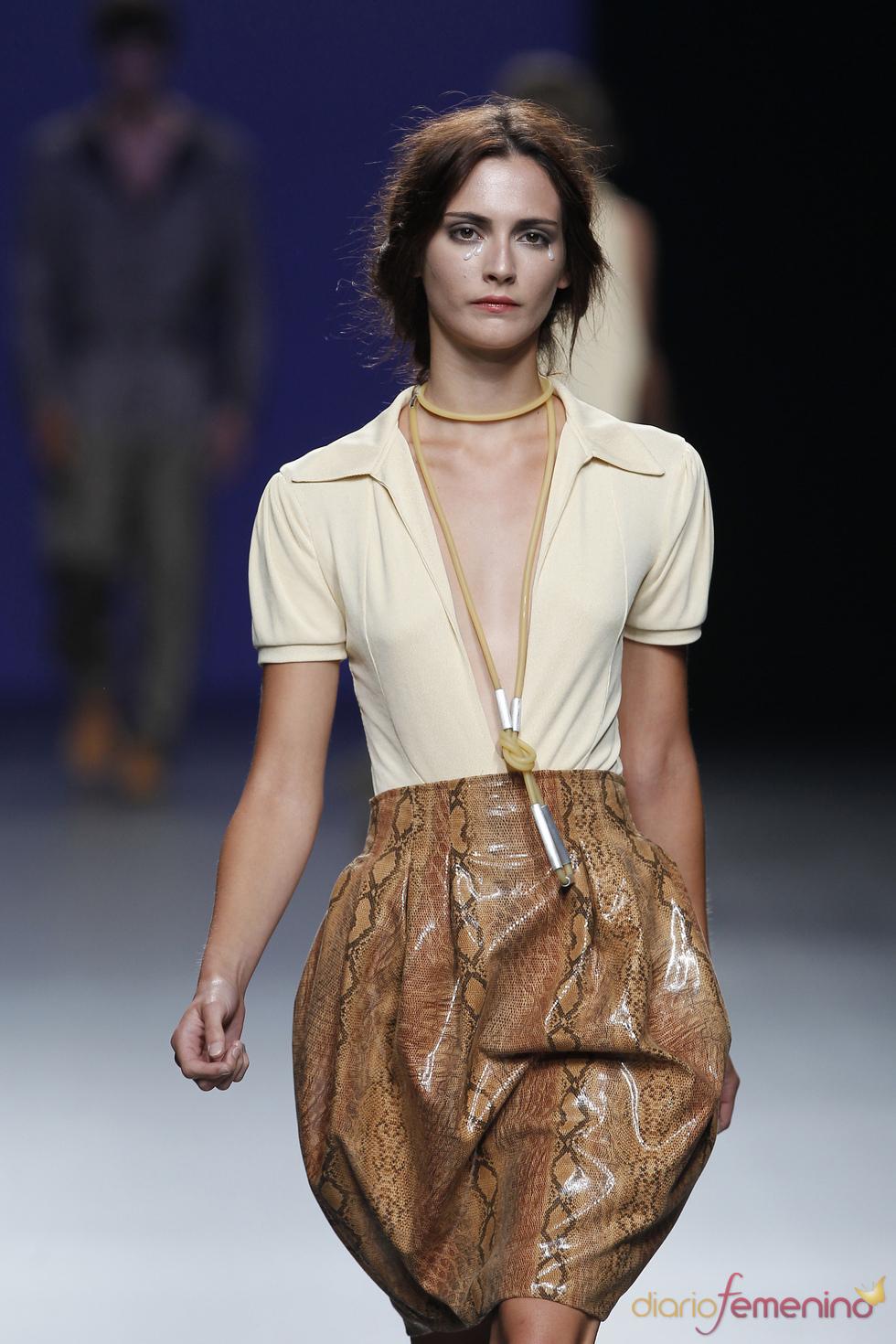 La elegancia femenina de Antonio Alvarado para la primavera verano 2011