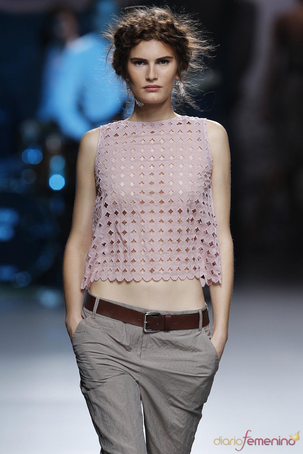 Blusa perforada de TCN en la Madrid Fashion Week