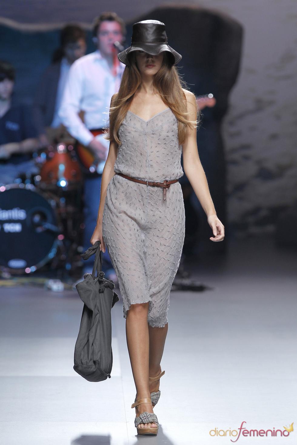 Transparencias grises en la colección de TCN para la Madrid Fashion Week