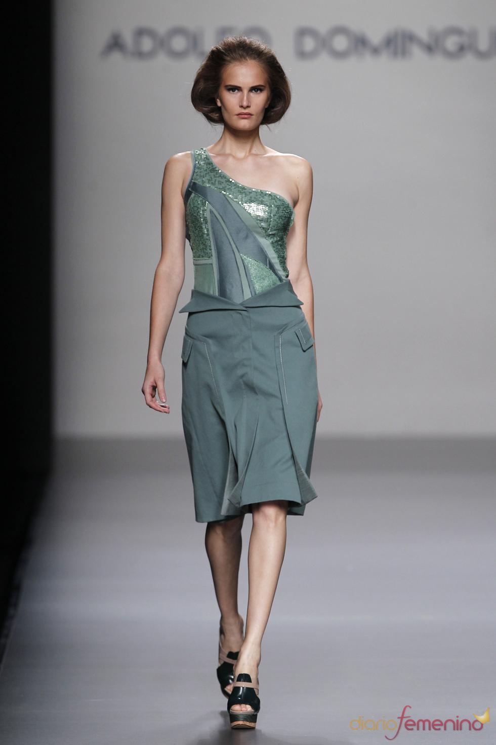 La elegancia femenina según Adolfo Domínguez