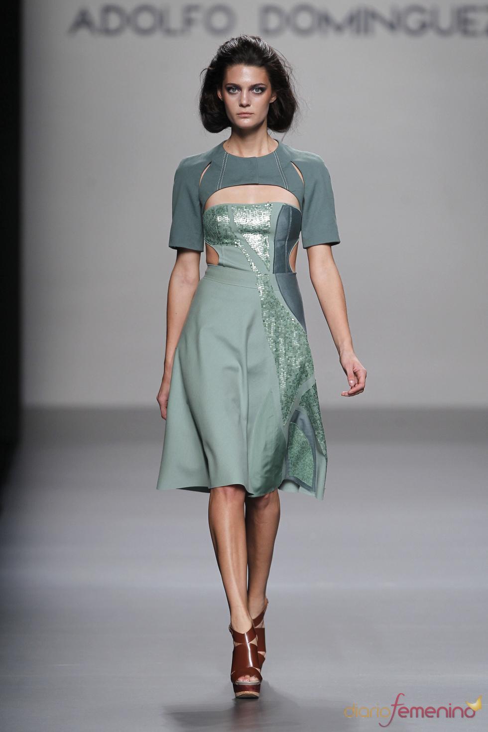 Adolfo Domínguez presenta su colección primavera-verano 2011