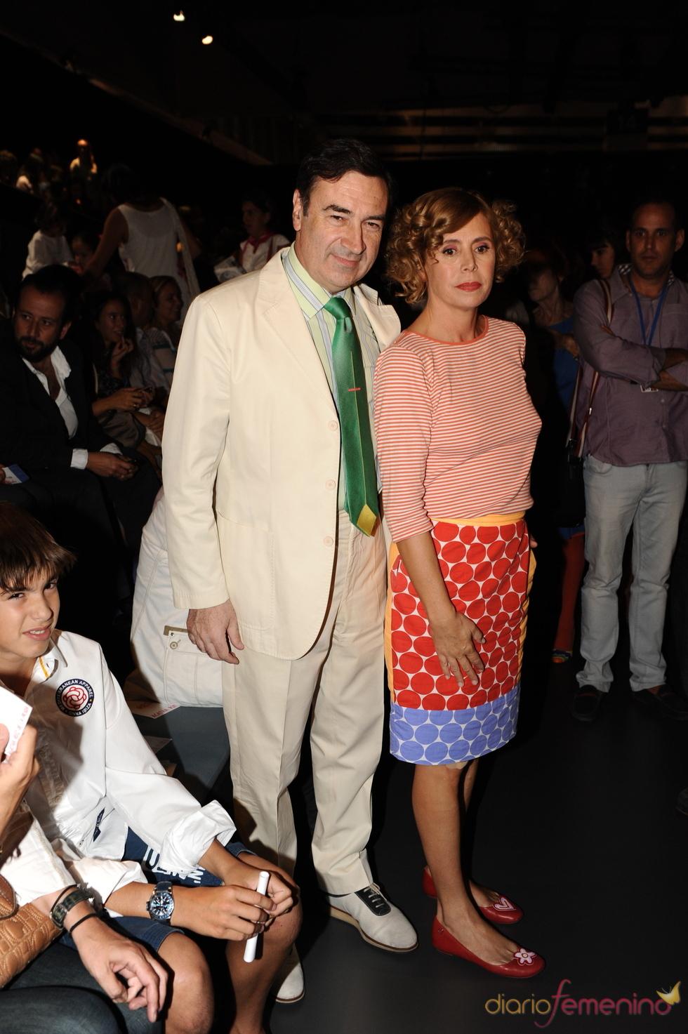 Agatha Ruiz de la Prada y Pedro J. Ramírez en Cibeles