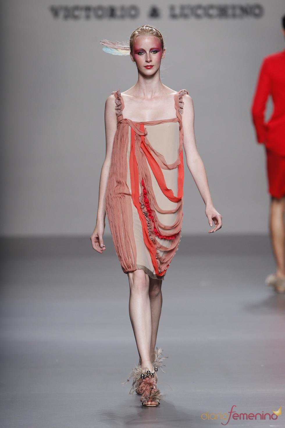 Vestido corto de Victorio & Lucchino para la primavera-verano 2011