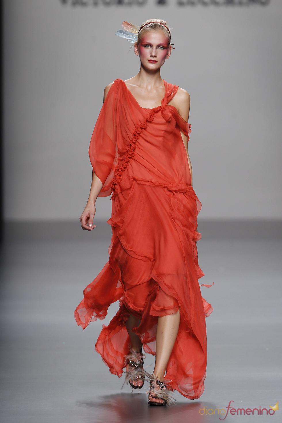 Vestido rojo de Victorio & Lucchino para el verano 2011