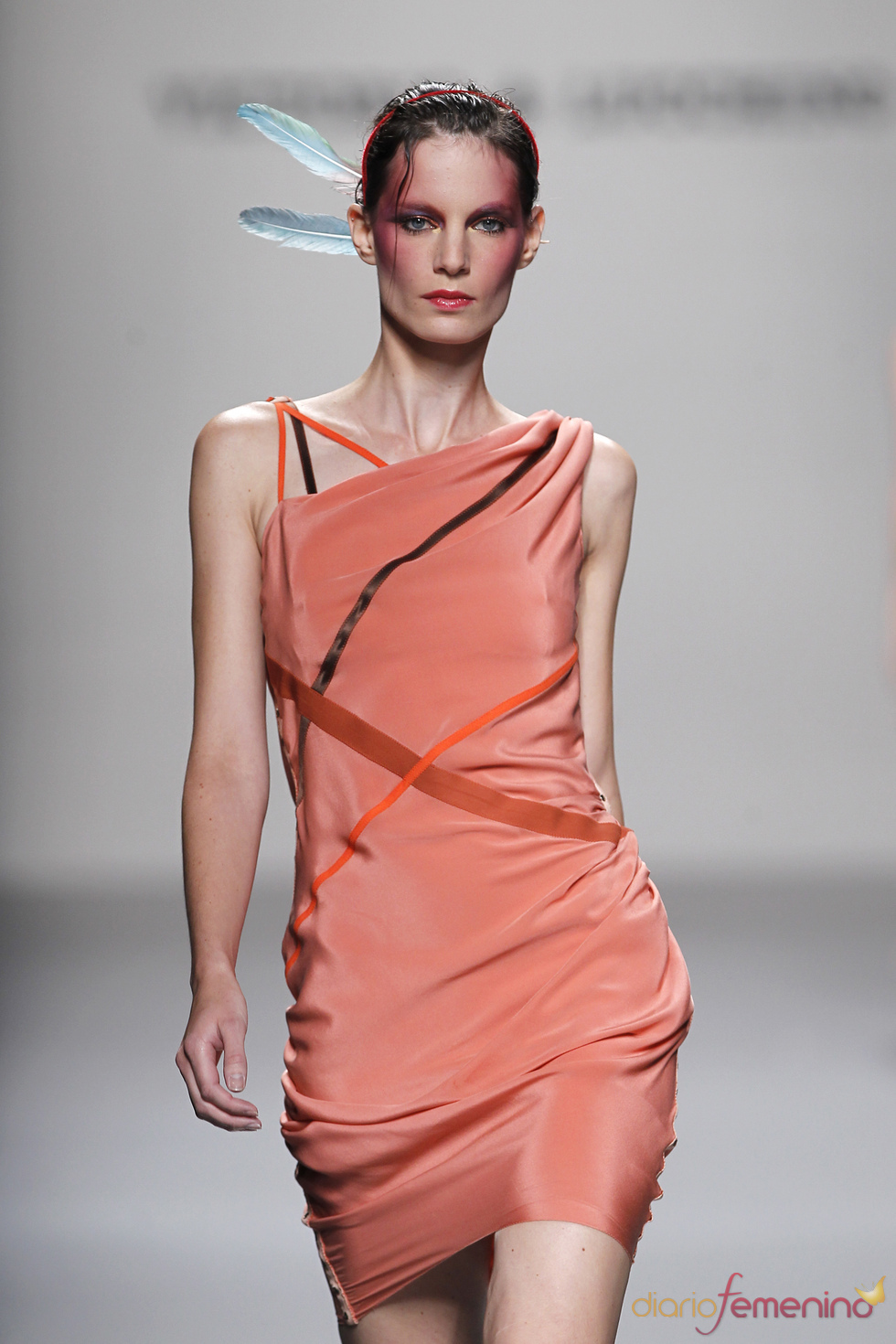 Victorio & Lucchino: una colección sugerente para el verano de 2011