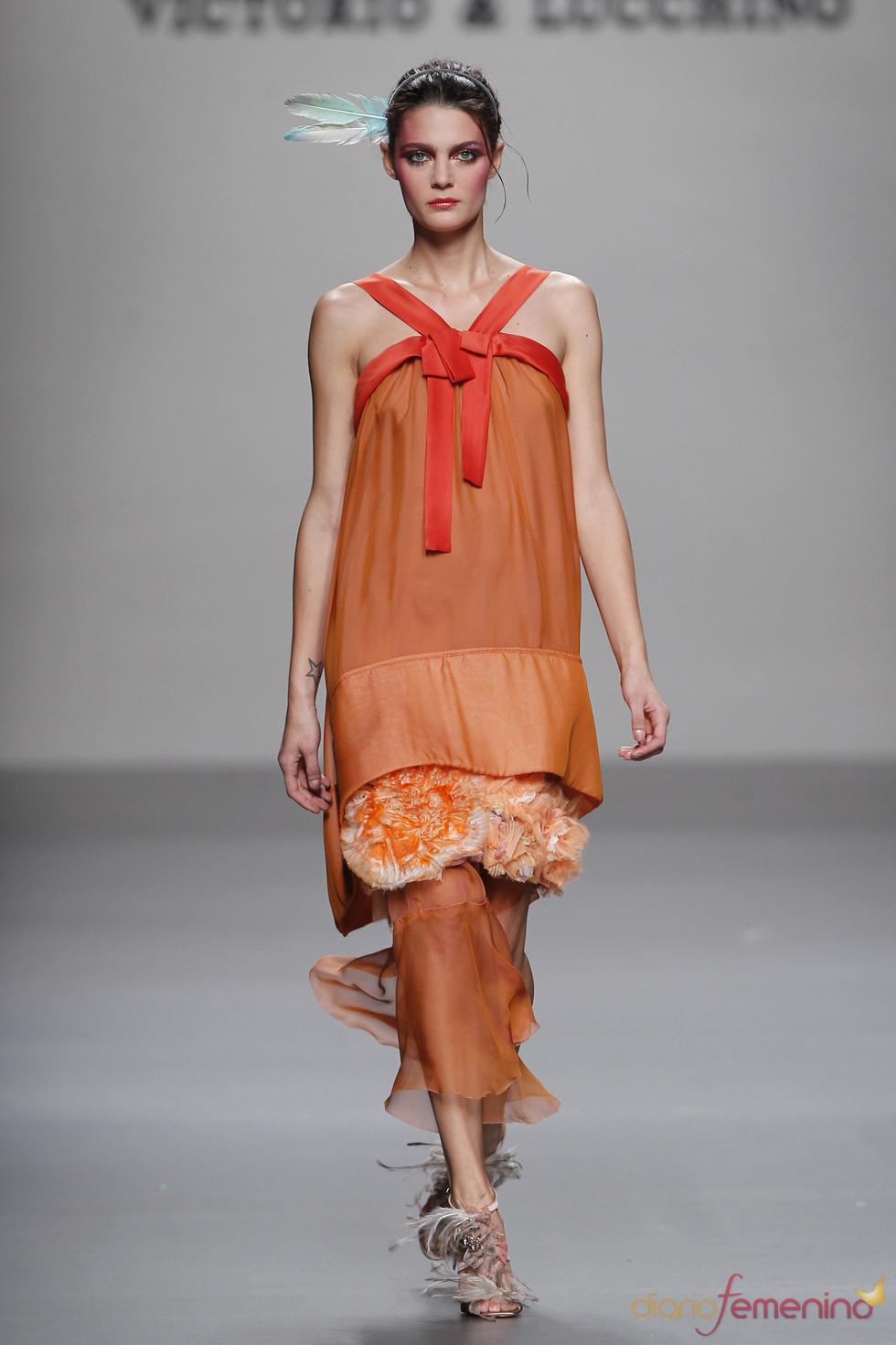 Vestido sugerente de Victorio & Lucchino para la primavera de 2011