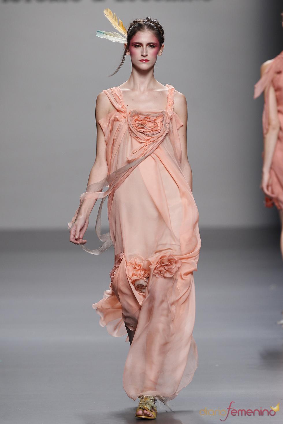 Diseño vaporoso de Victorio & Lucchino para la primavera verano de 2011