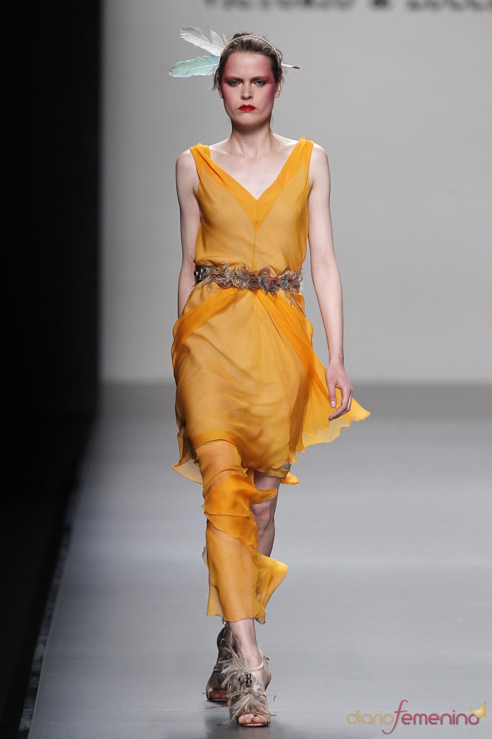Vestido anaranjado de Victorio & Lucchino