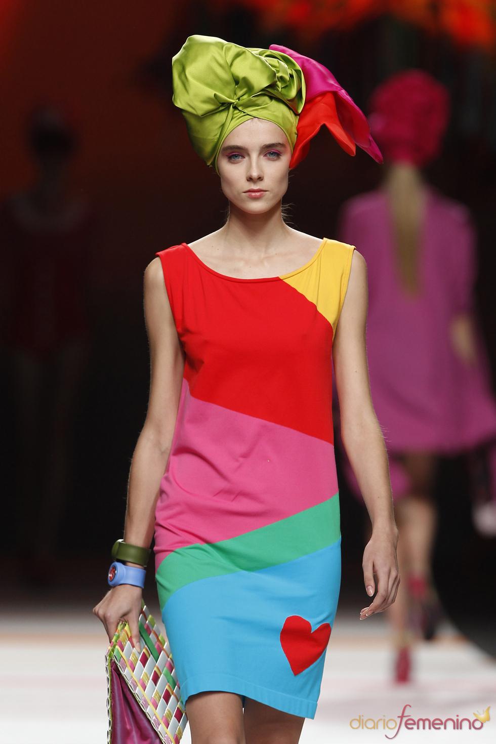 Diseño multicolor de Ágatha Ruiz de la Prada para el verano 2011