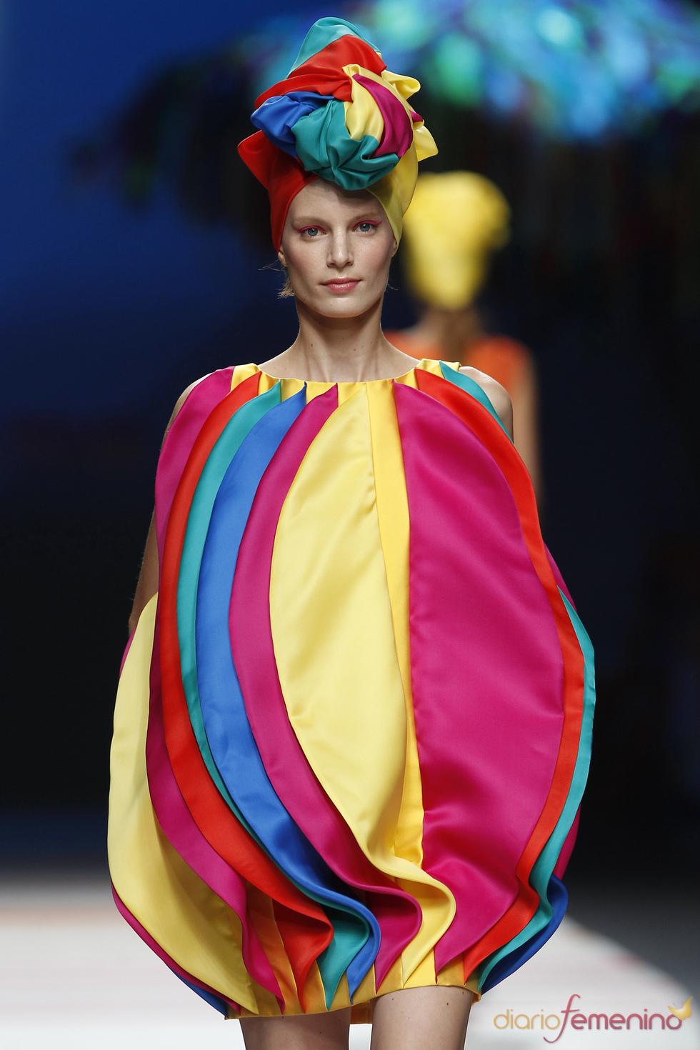 Vestido atrevido de Ágatha Ruiz de la Prada en Cibeles