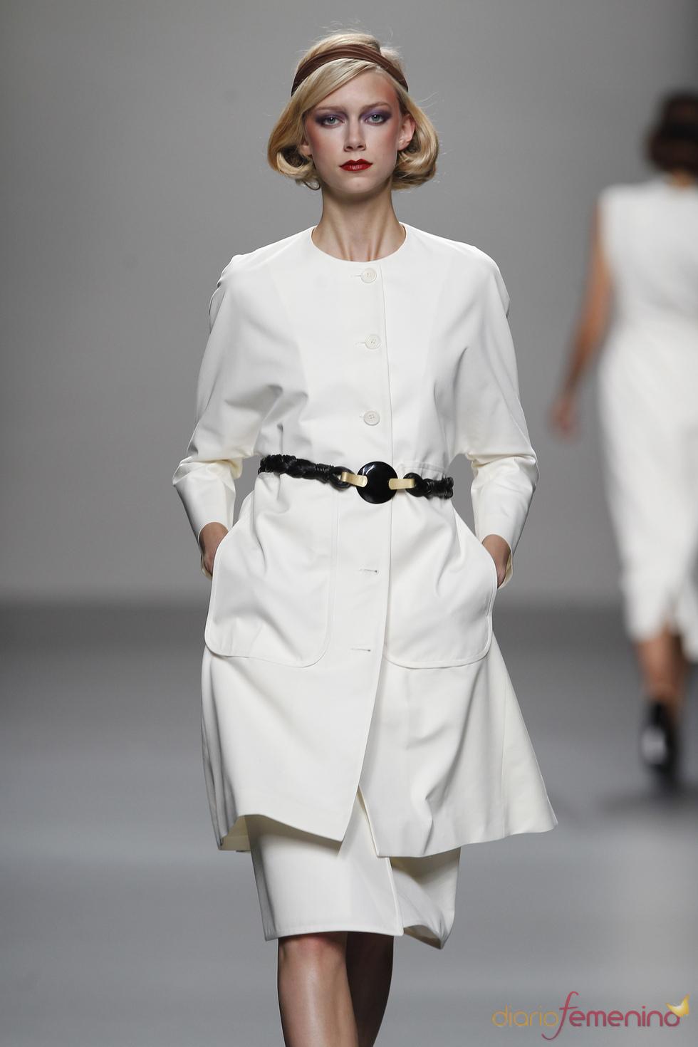 Modelo en tono blanco de Lemoniez para el verano de 2011