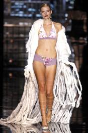 Bikini de flores de Andrés Sará para el verano 2011