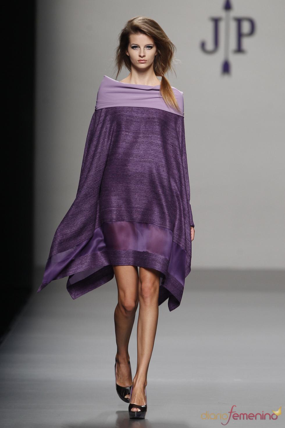 Vestido morado de Jesús del Pozo para la primavera 2011