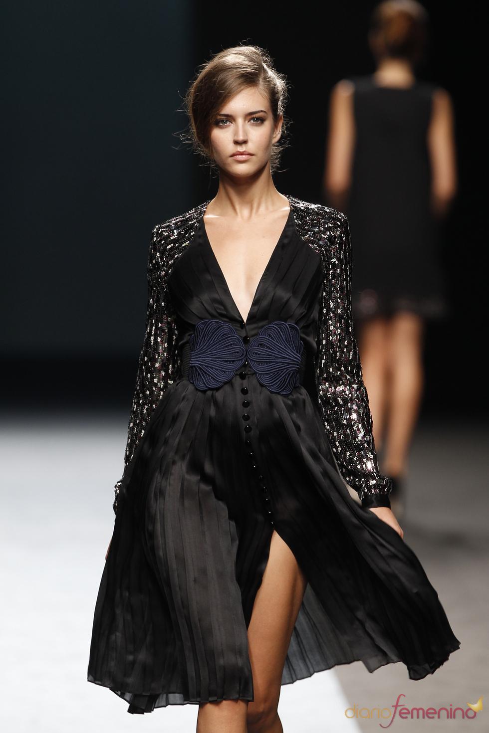 Vestido negro de fiesta de Miguel Palacio para la primavera-verano 2011