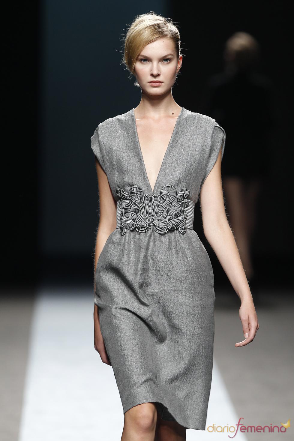 Vestido Gris de Miguel Palacio: Colección primavera-verano 2011