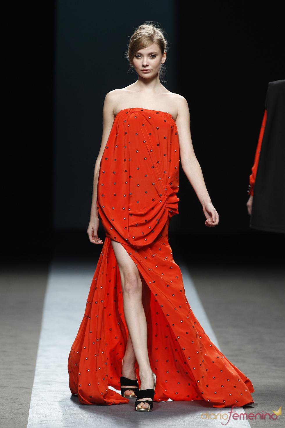 Vestido de Miguel Palacio para una noche especial en la primavera-verano de 2011