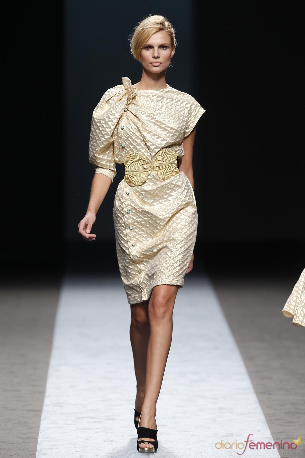 Vestido dorado de Miguel Palacio en la Pasarela Cibeles