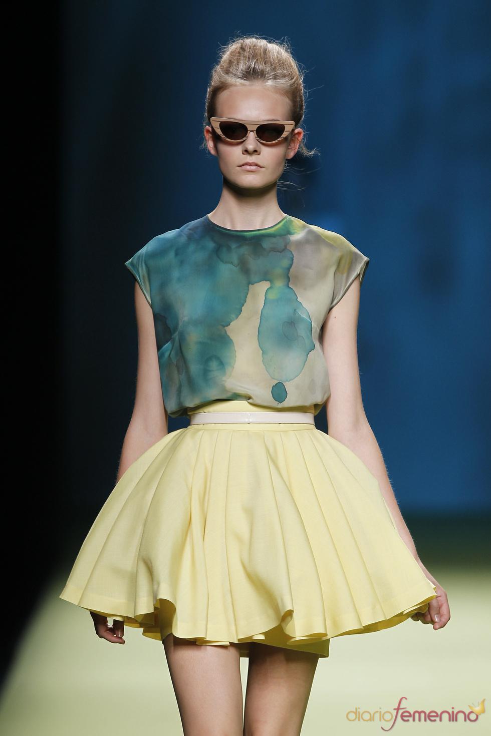 Minifaldas con volumen en la colección primavera-verano 2011 de Duyos