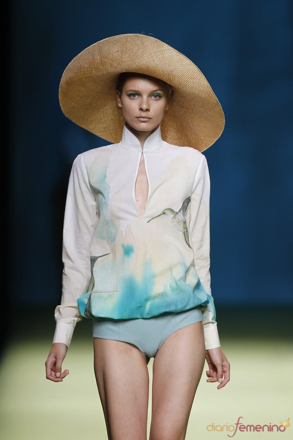 Pamelas anchas, protagonistas de la colección primavera-verano 2011 de Duyos