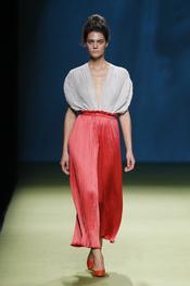 Duyos remarca la cintura de la mujer en Cibeles