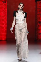 Vestidos insinuantes en la colección primavera-verano 2011 de Ana Locking