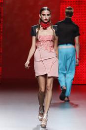 Vestido rosa de la colección primavera-verano 2011 de Ana Locking