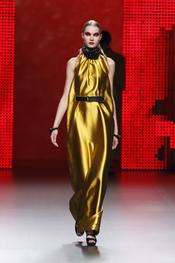 Vestido dorado de Ana Locking en Cibeles