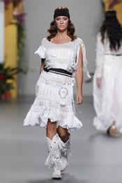 Francis Montesinos juega con el punto en Cibeles Madrid Fashion Week