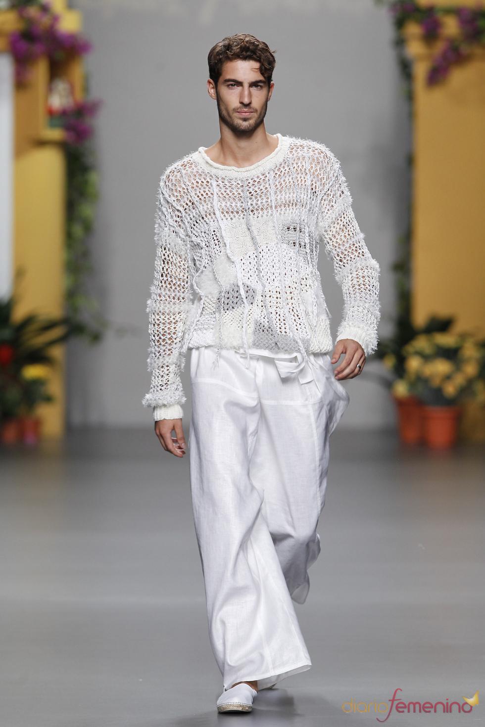 Total look blanco de Francis Montesinos en Cibeles