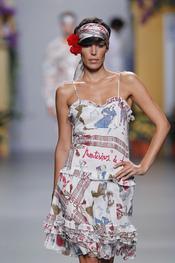 Francis Montesinos firma en sus prendas de la colección primavera-verano 2011